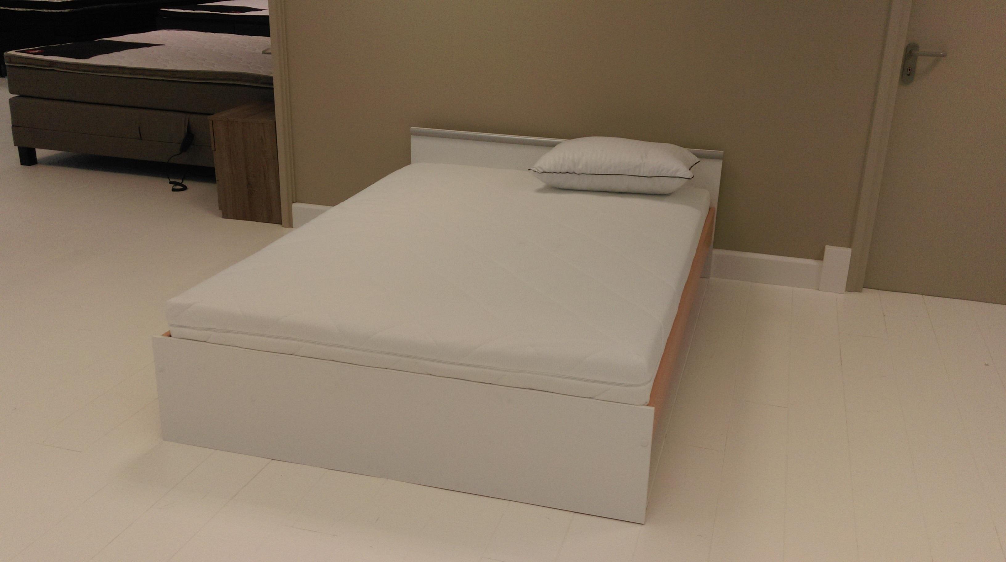 Bed 140x200 Compleet.Ledikant Compleet Met Bedbodems En Matras 140x200 Wit Direct